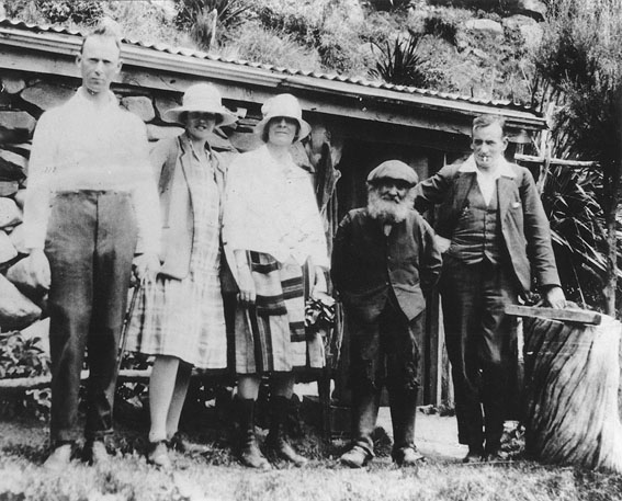 Ben Rudd with Otago Tramping Club Members